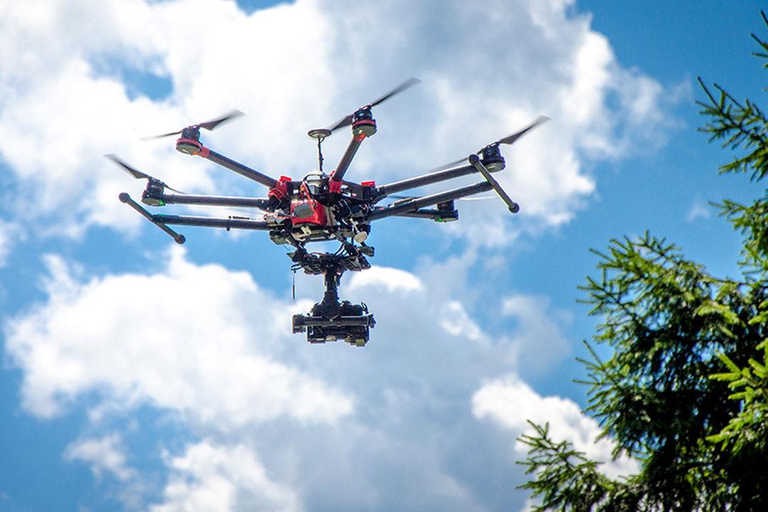 Letecké záběry z bezpilotních prostředků se staly nedílnou součástí filmové tvorby, reklam, dokumentů, sportovních přenosů a mnoha dalších částí tvorby